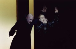 Versjinin i Tre Systrar. Med Cecilia Nilsson som Masja. Regi Robert Wilson, Stockholms Stadsteater 2001.