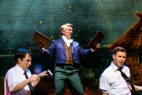 MedJoseph Smith - The All-American Prophet! Per Andersson som äldste Cunningham och Linus Wahlgren som äldste Price i musikalen Book of Mormon på Chinateatern 2017.