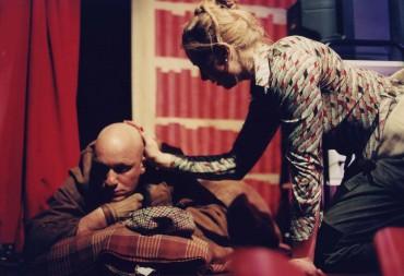 Som hund med Anna Pettersson i Peter Kihlgårds Hunden ska skjutas. Klara Soppteater 1997.