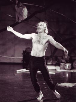 Gonzalo i Shakespeares Stormen på Unga Klara 1990. Regi Etienne Glaser. Foto Lesley Leslie-Spinks.