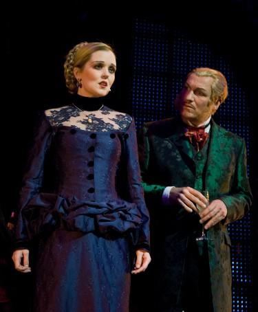 Myrra Malmberg och Lars Göran Persson i i Jekyll & Hyde Chinateatern 2008.